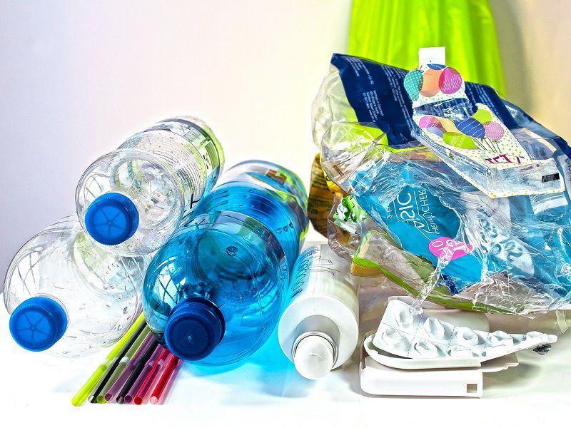 Malajsie vrátila Britům a Francouzům 3800 tun nelegálně vyvezených plastů