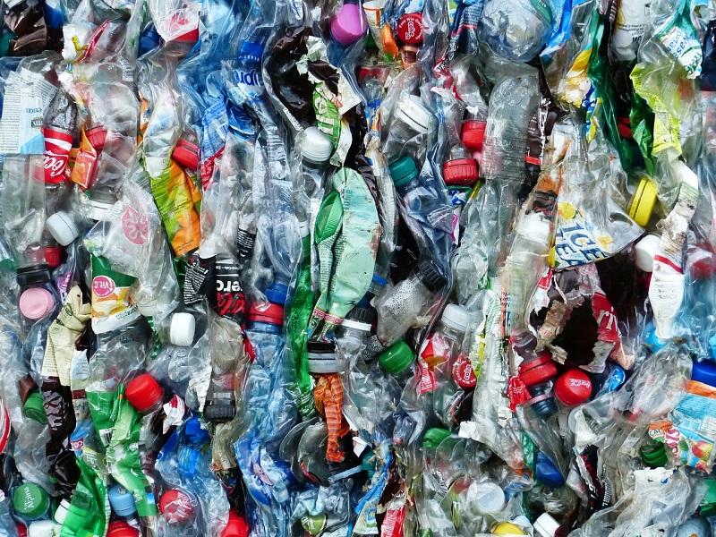 Za 20 let nás zavalí miliarda tun plastů. Na změnu bylo včera pozdě